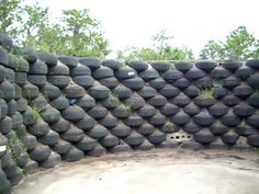 Build a wall old tire of Flowers & Herds & Vegetables. Hmm nice for the yard
