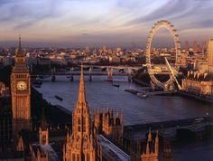 #Angleterre #Londres  Vue imprenable sur la Tamise et Big Ben depuis Victoria Tower. http://vp.etr.im/fcf8