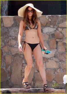 Kate-Beckinsale-Feet-868904.jpg (867×1222)