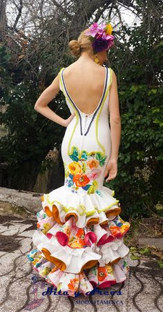 I love how the frills are lined with different colours and the print repeats subtly as well. Latin Dance Dresses, Flamenco Dresses, Spanish Fashion, Spanish Style, Casual Outfits, Cute Outfits, Make Your Own Dress, Flamenco Dancers, Fancy Costumes