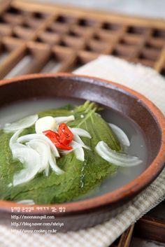 깻잎물김치-히트다히트!! 국물까지 깻잎향 솔솔~~ 익혀서 맛있게 먹는 여름물김치...^^ : 네이버 블로그 K Food, Good Food, Korean Side Dishes, Asian Recipes, Ethnic Recipes, Korean Food, Kimchi, Food Plating, Food Styling