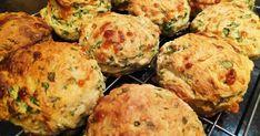 Recipes Snacks Savoury A simple savoury scone. Healthy Scones, Savory Muffins, Savory Snacks, Recipe For Savory Scones, Savoury Pies, Cheese Scones, Cheese Puffs, Baking Recipes, Snack Recipes