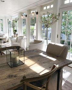 What's French Farmhouse and how to get the look in your home. Shopping guide and inspiring beautiful interior French Farmhouse photos. Farmhouse Interior, Farmhouse Design, French Farmhouse Decor, Fresh Farmhouse, Country House Interior, Farmhouse Windows, Modern Farmhouse, Decor Interior Design, Interior Decorating