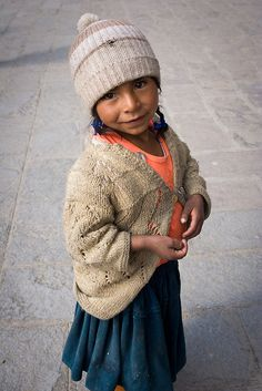 Girl in La Paz by Zalacain, via Flickr