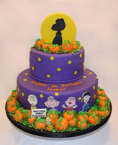 Peanut's it's the Great Pumpkin Charlie Brown Halloween birthday cake! LOVE all the pumpkins on the bottom and top & could put a big one in the shadow on top! 1st bday madness :)