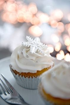 Snowflake Cupcakes   Christmas Desserts