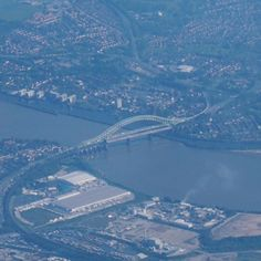 The Silver Jubilee #Bridge crosses the #River #Mersey and the Manchester Ship #Canal at Runcorn Gap between #Runcorn and #Widnes in #Halton #England. It is a through arch bridge with a main arch span of 330 m. It was opened in 1961. #Aerial #photo taken from the right side of a #Ryanair #flight from Dublin en-route to Leeds. #landscape  #IgersRuncorn #IgersWidness #England #IgersEngland #IgersUK #travel #tourism #tourist #leisure #life #earth #flying #geography #IgersCheshire #Engineering…