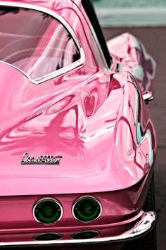 Lurlene's Favorite: If a pin up Barbie had her pick of cars.this is what she would drive a vintage Metallic Pink Corvette. What a fun color. Photo Rose, Pink Photo, Photo Black, Pink Love, Pretty In Pink, Hot Pink, Perfect Pink, Pink Corvette, Chevrolet Corvette