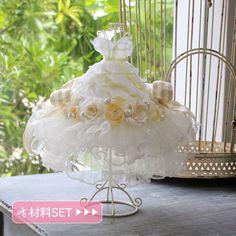 小さなミニドレス:チュール Miniature Dollhouse Furniture, Dollhouse Miniatures, Little Dresses, Flower Girl Dresses, Handkerchief Crafts, Altered Canvas, Color Meanings, Minis, Centerpiece Decorations