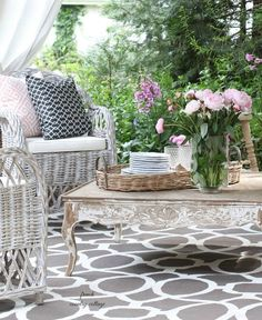 FRENCH COUNTRY COTTAGE: Entertaining: A fresh inviting look on the patio