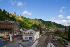 Bacharach Train Station with Castle Stahleck in the background © softdelusion66 / Shutterstock