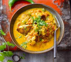 Chicken with Coconut Milk and Curry Indian Food Recipes, Asian Recipes, Ethnic Recipes, Coco Curry, Healthy Dinner Recipes, Cooking Recipes, Eating Plans, Chicken Recipes, Good Food