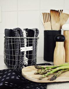Black painted tin can at Likainen Parketti - Blogi (sivu 3) | Lily