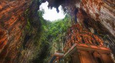 Tertegun Pesona Kuil Hindu Nan Artistik di Batu Cave, Malaysia