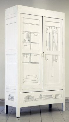 DIY Inspiration: Schrank mit weißer Farbe und einem Edding illustrieren // illustrated wardrobe with white paint and a Sharpe Pen Furniture Makeover, Diy Furniture, Furniture Design, Diy Interior, Interior Design, Kitchen Interior, Do It Yourself Regal, White Wardrobe, Painted Wardrobe