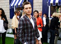 """i like how the woman in the red jacket is all """"i know... fucking CHUCK BASS. omfgg."""""""