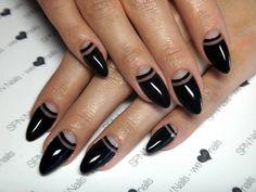 Queen Of Darkness!  Klasyka króluje zawsze :) SPN: Lakier hybrydowy UV LaQ 503 Black Tulip