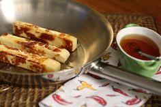 Queijo coalho com mel, uma ótima opção de aperitivo para receber os amigos.