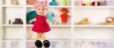Kız çocuklarınıza arkadaş olacakamigurumi kız bebek pembe saçları,fuşya rengi örgüelbisesiyle ilgi çekiyor.