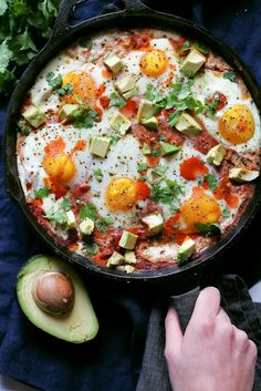 Polenta, Refried Beans & Egg Skillet Bake - Layer upon layer of breakfast goodness! Baked polenta topped with creamy refried beans, chunky tomato salsa, cheese and eggs. Healthy, filling and over protein per serving. Brunch Recipes, Breakfast Recipes, Dinner Recipes, Free Breakfast, Breakfast Skillet, Polenta Breakfast, Breakfast Casserole, Breakfast Ideas, Vegetarian Recipes