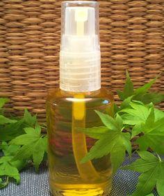 RECETTE HUILE DE BEAUTÉ POUR LES CHEVEUX Cette huile à l'odeur délicieuse et exotique de prune et d'ylang ylang s'utilise comme soin avant-shampoing. Elle nourrit intensément les cheveux, les rend doux et faciles à coiffer. Au fil des utilisations, elle densifie la chevelure et la rend plus forte ! http://www.macosmetoperso.com/Recette-Huile-de-Beaute-pour-les-cheveux/