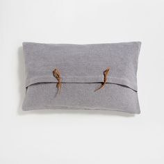 Image of the product Tie-fastened linen cushion cover