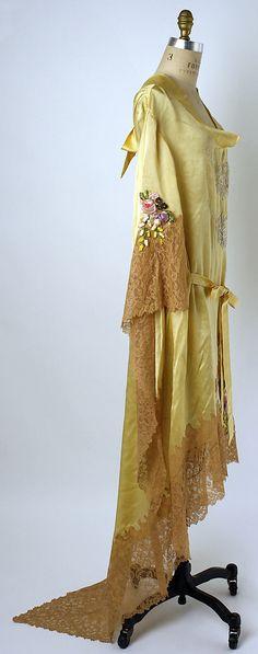 Negligée Boué Soeurs  (French)   Date: ca. 1929 Culture: French Medium: silk, cotton, acetate. Sideway