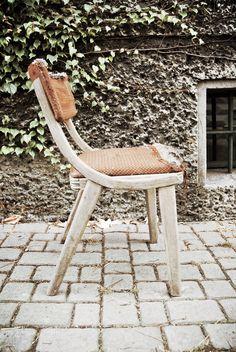 Krzesło produkowane w latach 60. przez Zamojskie Fabryki Mebli.