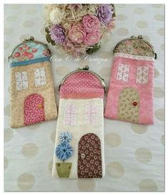 This Pin was discovered by Jac Diy Bags Purses, Fabric Purses, Fabric Bags, Sewing Hacks, Sewing Projects, Embroidery Purse, Cat Applique, Frame Purse, Glasses Case