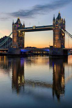 | Tower Bridge Sunrise | Makxveli |