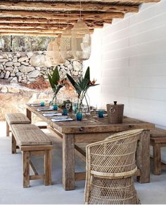 what a gorgeous display of natural finishes in the outdoor dining area, home of , Caroline Legrand, in Ibiza. Outdoor Areas, Outdoor Rooms, Outdoor Tables, Outdoor Furniture Sets, Outdoor Decor, Rustic Outdoor Dining Chairs, Outside Furniture Patio, Outdoor Living Spaces, Wooden Outdoor Table