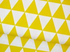 Schöner Baumwollstoff für tolle Projekte und Näharbeiten im Deko und Kinder Bereich!  Farbe: Dreieck Muster Retro gelb weiß Motivgröße: ein Dreieck misst ca an der Breitesten Stelle...