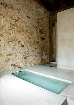 simple design: concrete bath Pinned to Architecture - Interior Design by Darin Bradbury Bad Inspiration, Bathroom Inspiration, Interior Architecture, Interior And Exterior, Simple Interior, Building Architecture, Amazing Architecture, Interior Design, Modern Interior