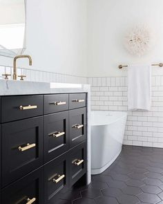 Classic Black & White Bathroom Inspired by Gramercy Park Hotel - Bathroom 3 Classic Bathroom, Modern Bathroom, Small Bathroom, Ensuite Bathrooms, Bathroom Showers, Bad Inspiration, Bathroom Inspiration, Bathroom Inspo, Bathroom Ideas