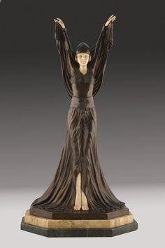Marfiles. Bella escultura criselefantina (bronce y marfil tallado) siguiendo la…