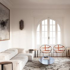 Love the warm elegance and the delicate feminine vibe of this Italian apartment (image via Quincoces Drago & Partners)