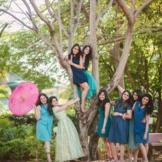 What would you do without your besties, sisters & cousins? So we bring you some of our fav Bride & Bridesmaid Poses that you can't miss at your wedding! Photography Poses For Men, Love Photography, Wedding Photography, Bridesmaid Poses, Brides And Bridesmaids, Bridal Squad, Senior Pictures Boys, Wedding Trends, Wedding Ideas