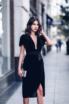 The ultimate guide of how to wear the velvet trend this fall and make a major style statement in the fabric of the moment Wrap Dress, Dress Up, Black Dress Outfit Party, Nye Dress, Kimono Dress, Belted Dress, Dress Party, Holiday Party Outfit, Party Outfits