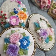 찬바람이 불기전에 #자수브로치 #embroidery #wool #울사