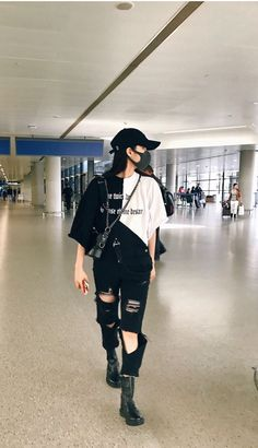 korean street fashion S. Grunge Outfits, Teen Fashion Outfits, Kpop Outfits, Fashion Mode, Edgy Outfits, Kpop Fashion, Mode Outfits, Aesthetic Fashion, Korean Outfits