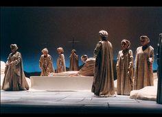 THAÏS Opéra d'Avignon Enterrement de THAÏS Scénographie et mise en scène A.SELVA (antoineselva.com)