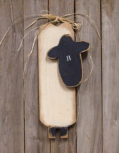 Skinny Sheep Wood Hanging Plaque - Primitive Counrty Wall Decor ** For more information, visit image link-affiliate link. Primitive Kunst, Primitive Sheep, Primitive Crafts, Arte Country, Pintura Country, Country Crafts, Summer Crafts, Fall Crafts, Christmas Crafts
