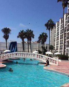 El clima perfecto para un fin de semana en Rosarito Beach Hotel, alberca, playa, diversión y más #RosaritoMeInspira Foto-aventura por grecia_villanueva7 — at Rosarito Beach Hotel. #pool #vacation #hotel #Rosarito #BC #Mexico #travel #enjoy #visit #travel