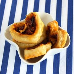 [recipe] Sundried Tomato Pesto Palmiers, perfect heart-shaped appetizers for Valentine