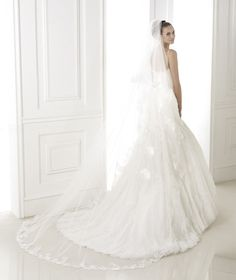 BASEL » Wedding Dresses » 2015 Costura Collection » Pronovias (back)