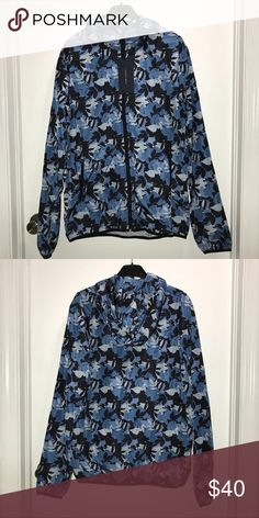 Zara Men's Windbreaker Hoodie Jacket Zara Man  Camo green tropical leaf print windbreaker hoodie jacket  Thin breathable material  Size Medium or Large  NWT   Check out my other items ! I ship same or next day📬 Thanks for looking ! Zara Jackets & Coats Windbreakers
