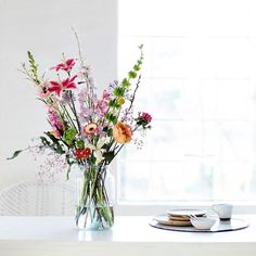 Es ist endlich Frühling - Zeit für mehr Farbe in der Vase!  Hier ein Foto von unserem letzten Fotoshooting. Wir sind verliebt ☺- Ihr auch?