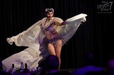 Pala Seven Show Ristoteatro serata cena musica cabaret Grace Hall Burlesque