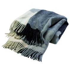 Pläd i 100% ull, mönstret är en riktig klassiger och går i gråskala med stora rutor.  Passar överallt, med allt. En perfekt gåva.    Storlek: 130 x 170 cm.    Levereras i presentförpackning.