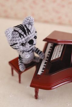 Book Mews: Ami Ami Kittens – Seriously Cute Crochet!